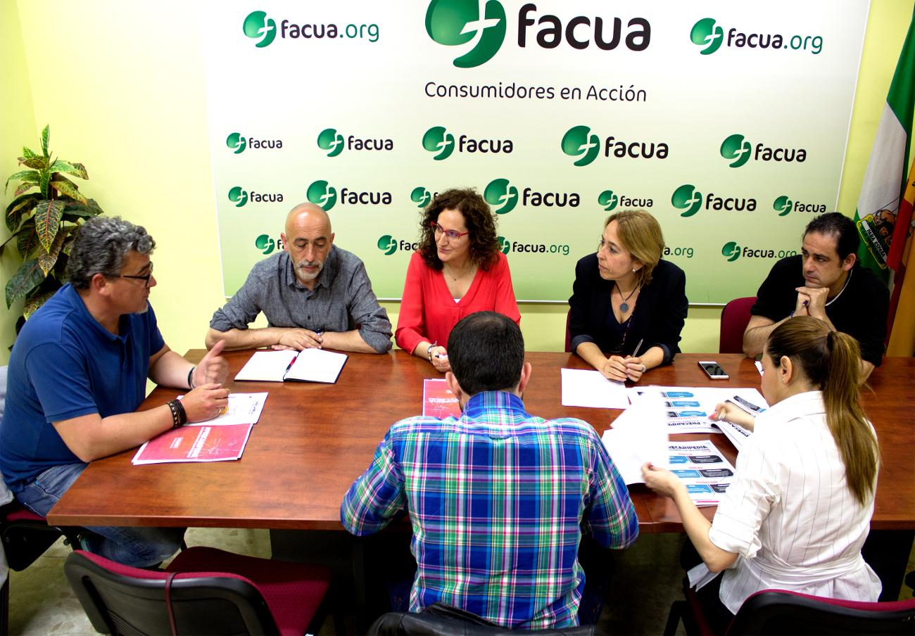 CCOO se reúne con FACUA Andalucía y le presenta su campaña 'Precaripedia'