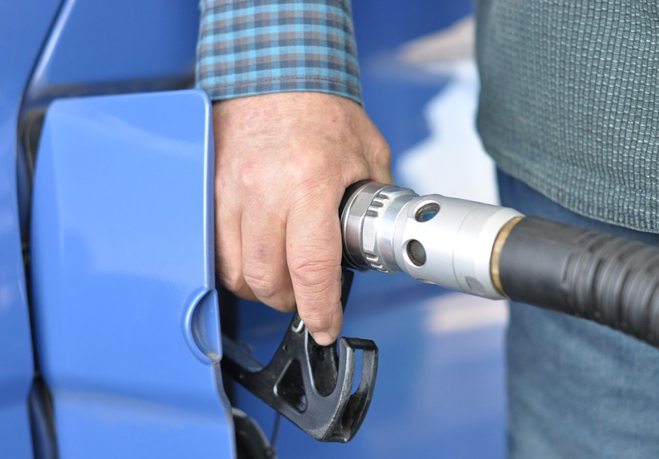 FACUA Galicia participa junto a otras organizaciones en una reunión sobre las gasolineras desatendidas