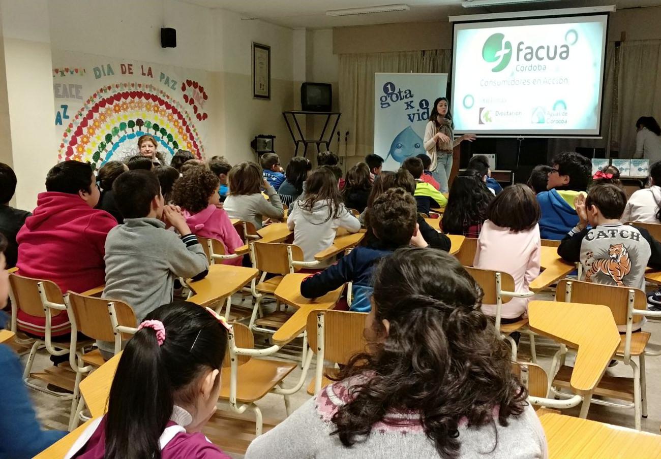 Cerca de 450 escolares de Córdoba participan en los talleres de sensibilización sobre el uso del agua