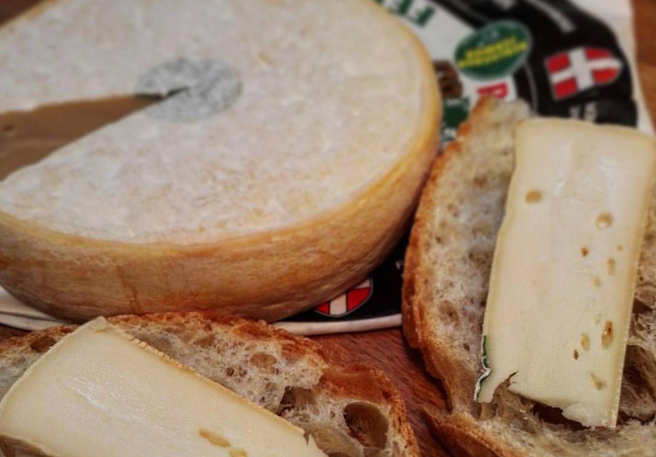 Retiran lotes de queso Reblochon tras siete casos de intoxicación por E.Coli en niños de Francia