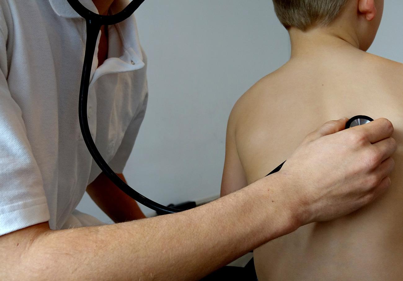 FACUA pide a Sanidad de Aragón que cubra las plazas de Pediatría en el centro de salud de Fraga (Huesca)