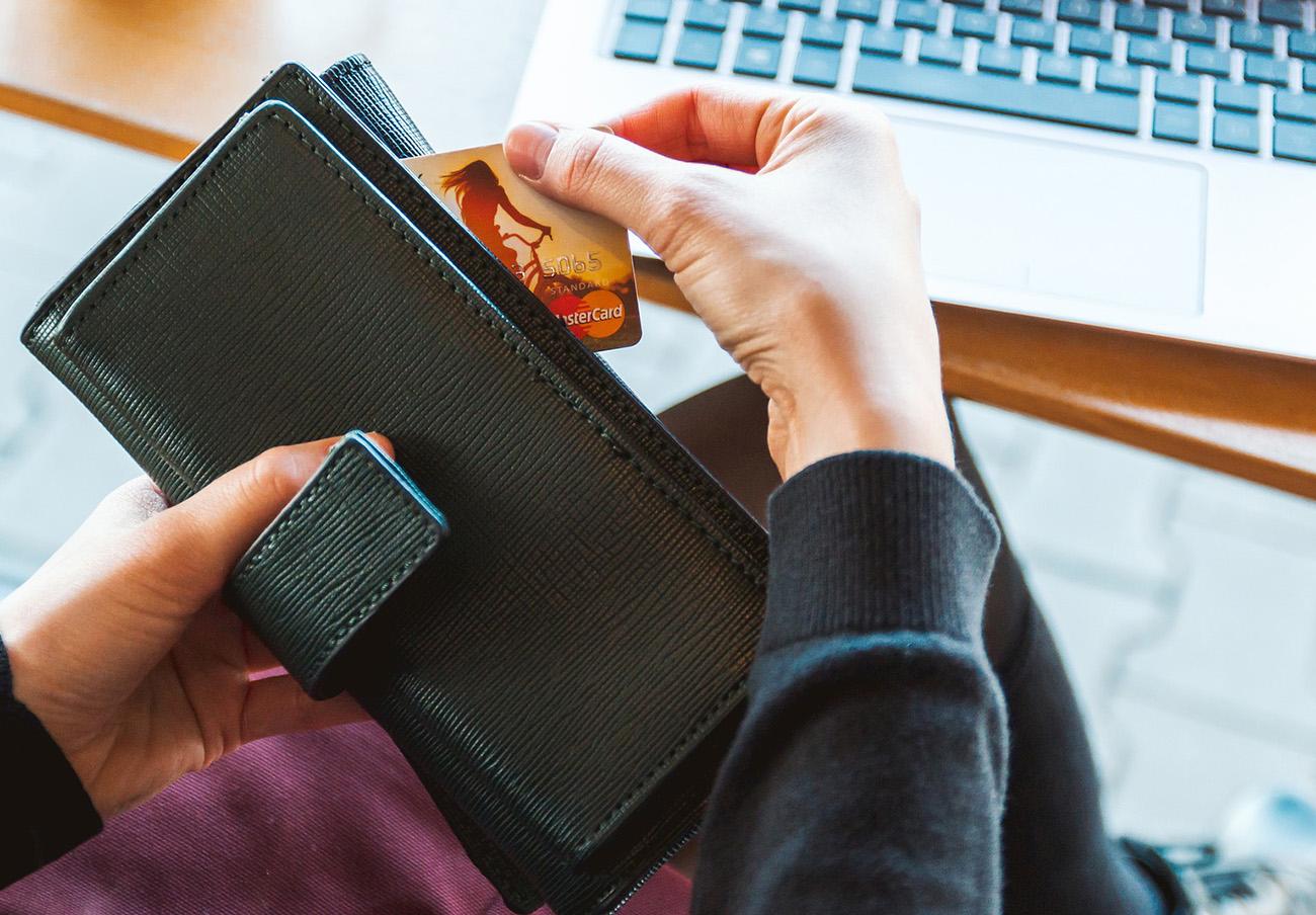 Compromís exige al Gobierno limitar los abusos en gastos de gestión por la compra de entradas 'online'