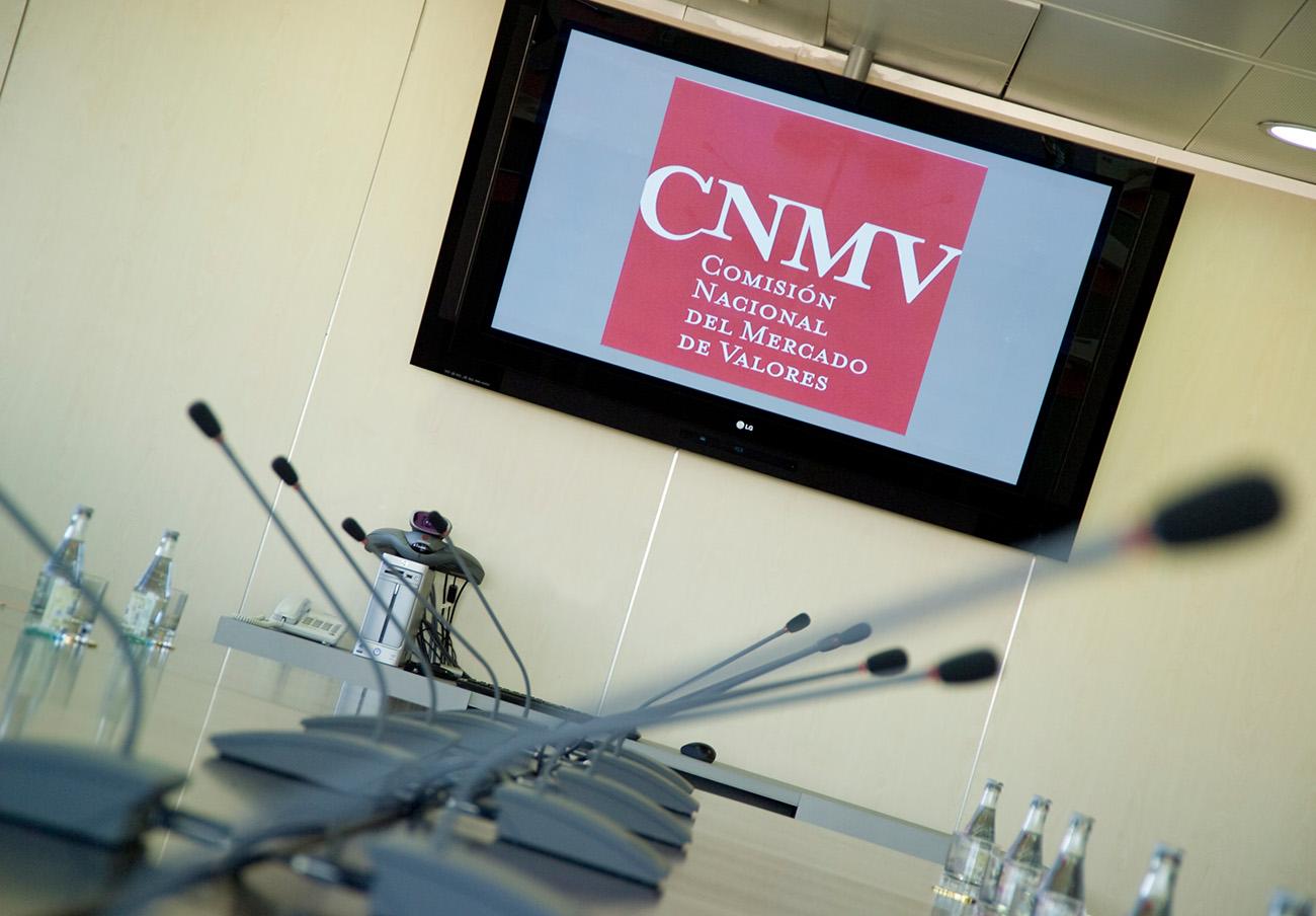 La CNMV advierte sobre dos 'chiringuitos financieros' en Luxemburgo