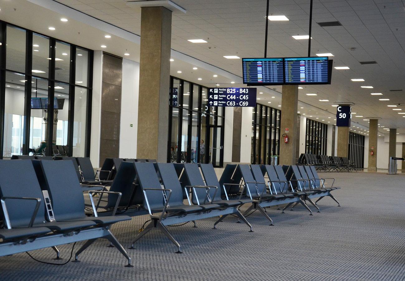 FACUA exige a AENA que resarza a los afectados por la desconexión del sistema antiniebla en el aeropuerto de Vigo