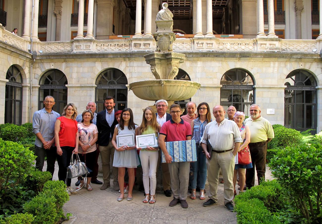 FACUA Jaén entrega los premios de su 6º Concurso Provincial de Fotografía
