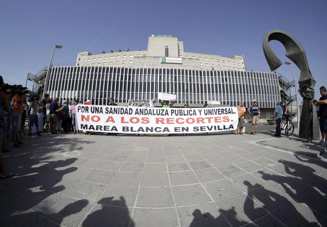 Marea Blanca en Sevilla insta al gobierno andaluz a solucionar los problemas con las listas de espera