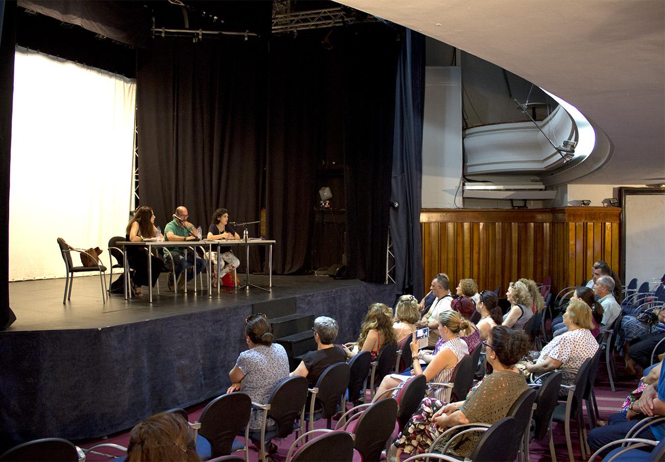 FACUA Sevilla se reúne con los afectados por el cierre de iDental para informarles de sus derechos