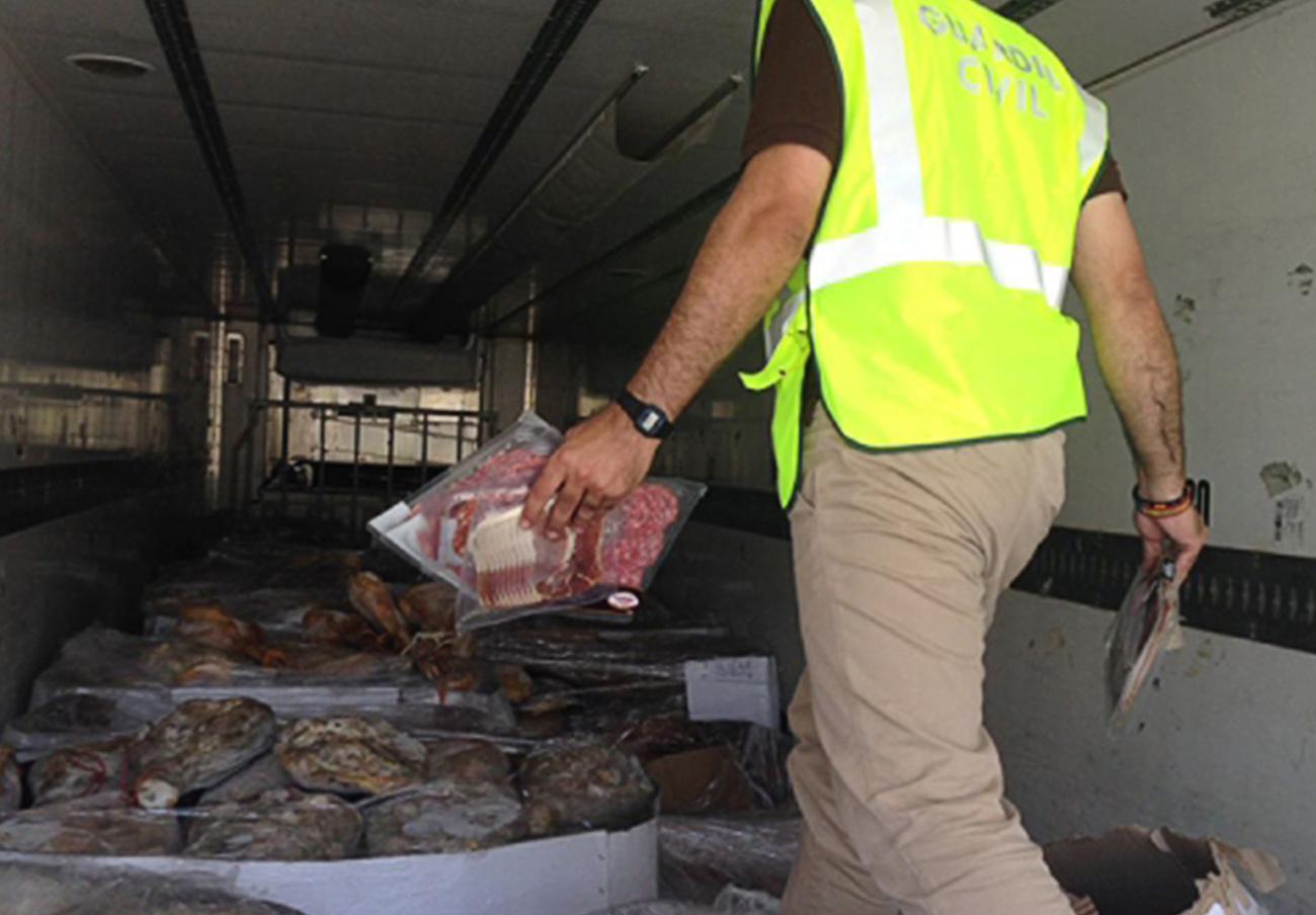 Intervienen 10.700 jamones y embutidos congelados en Fuente Vaqueros (Granada) que estaban caducados