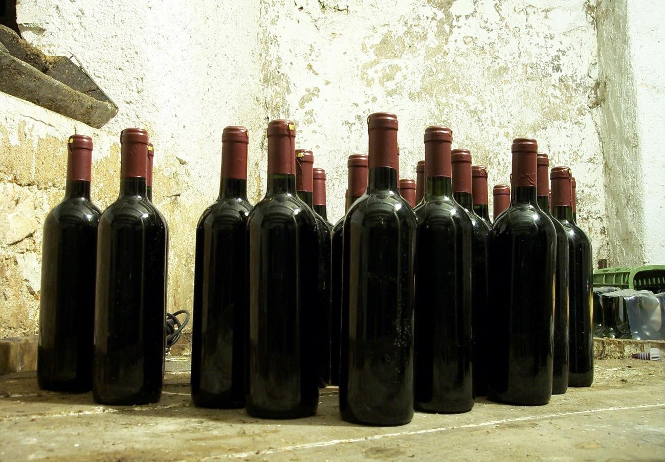 Fraude masivo en Francia: millones de botellas de vino español, vendidas como francés