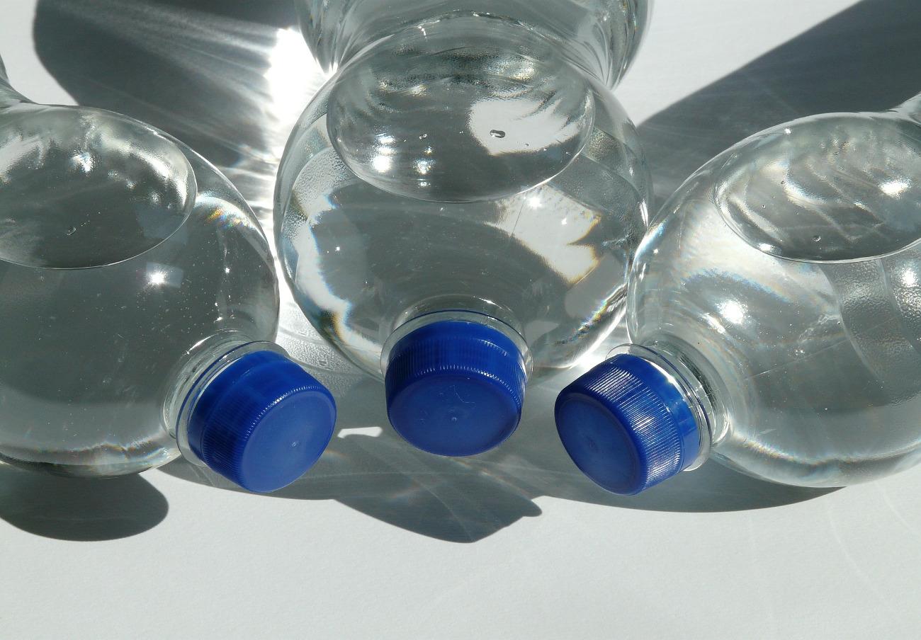 Condis retira 10.000 garrafas de 5 litros de agua Aiguaneu por una investigación de los Mossos
