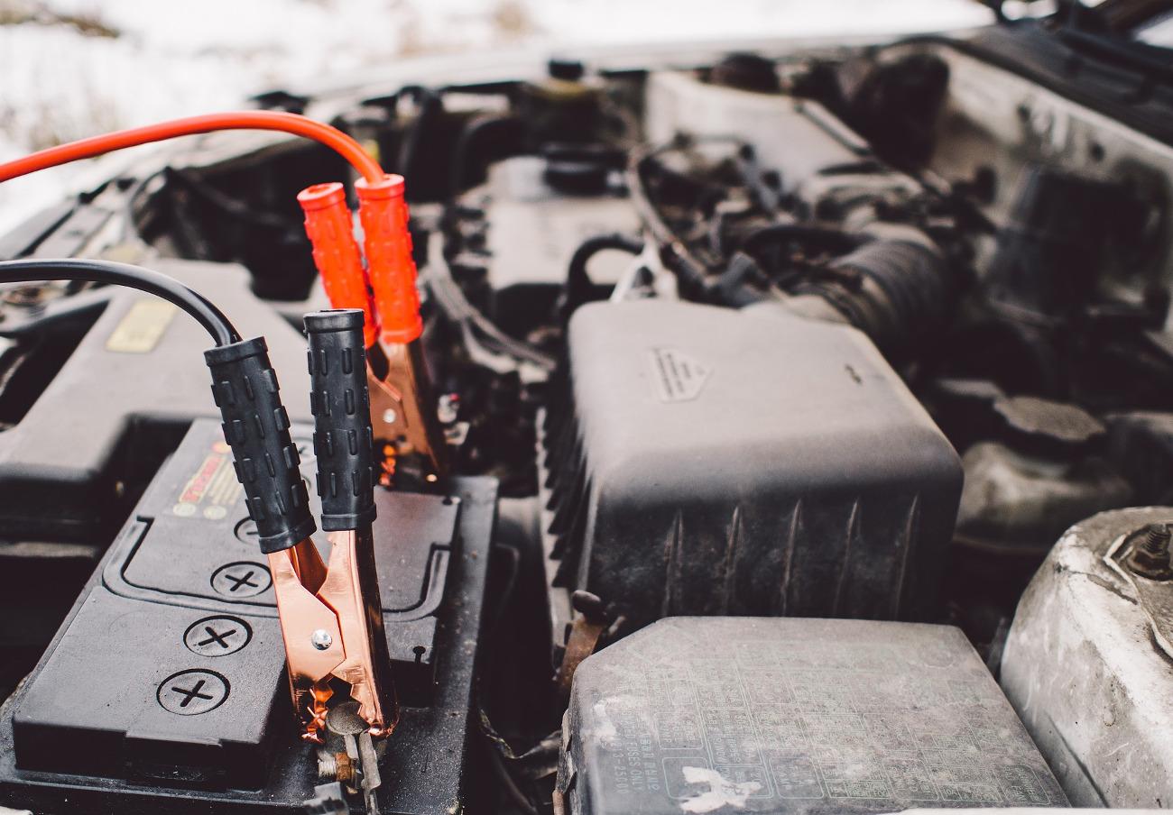 La CNMC multa con 5,37 millones a dos empresas de compra de baterías usadas por fijar precios a la baja