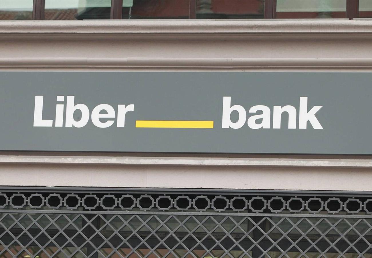Liberbank devuelve a un usuario 940 euros de reclamaciones por descubierto que le cobró durante seis años