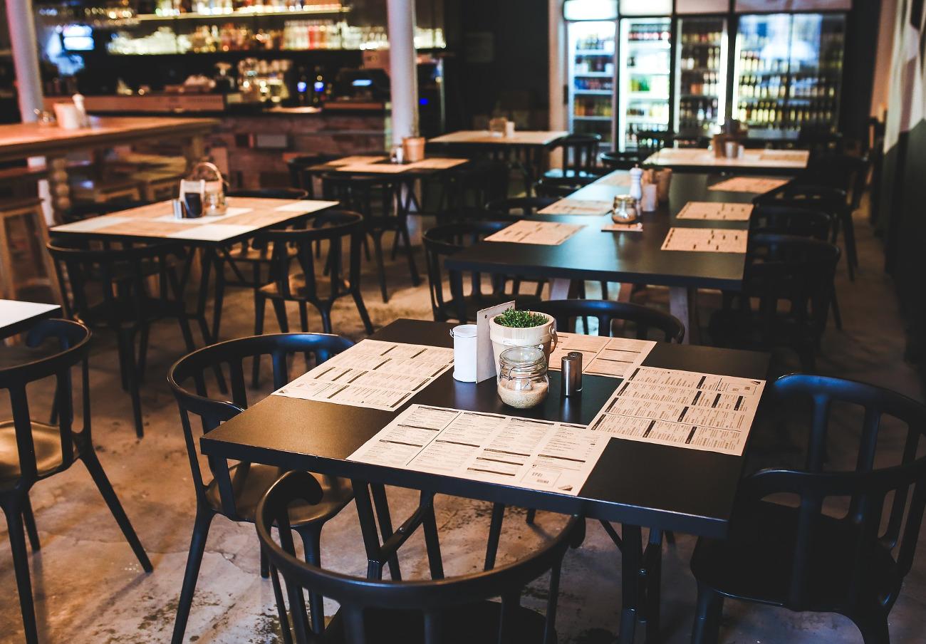 FACUA denuncia a cuatro restaurantes canarios por no incluir impuestos en sus cartas de precios