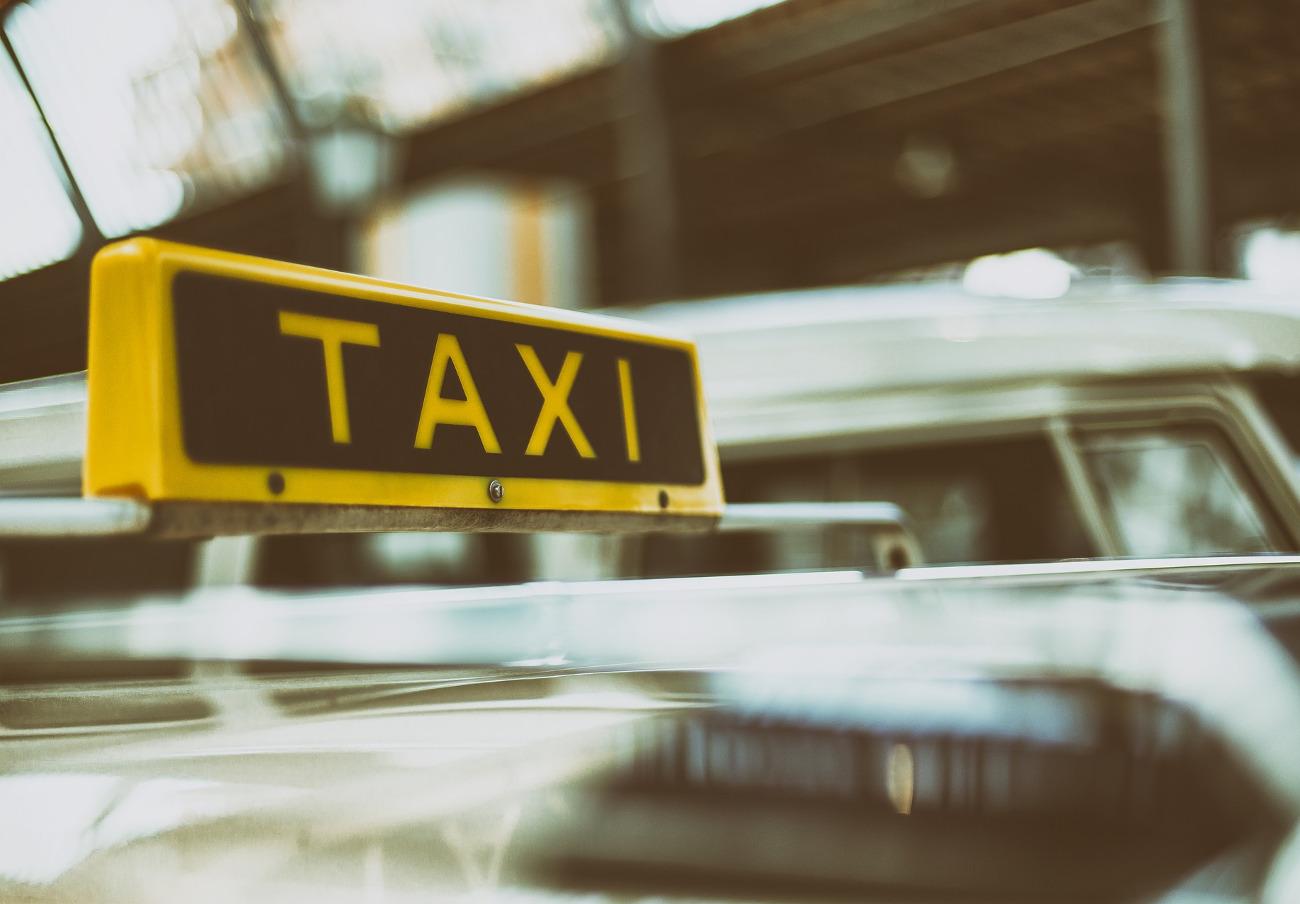 FACUA Córdoba critica que el Ayuntamiento prolongue un año más la reducción horaria del taxi en la ciudad