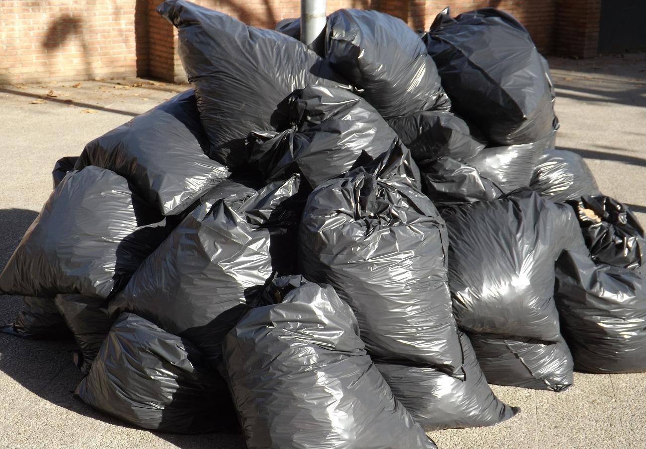 FACUA solicita al Ayuntamiento de Llucmajor que tome las medidas necesarias para evitar la acumulación de residuos