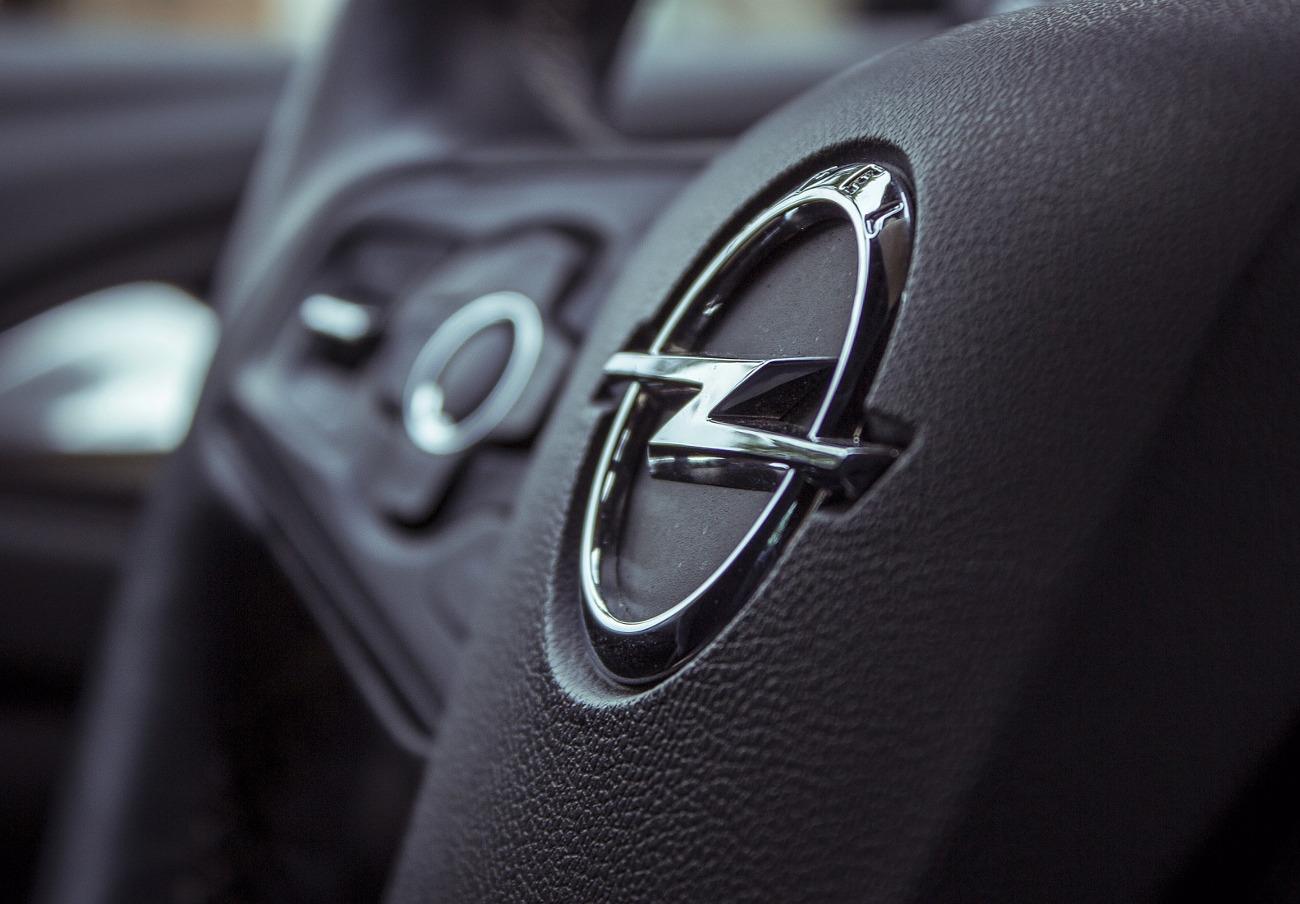 Consumo informa de una grieta en la rótula del eje trasero de los Opel Hybrid 4 y Grandland X
