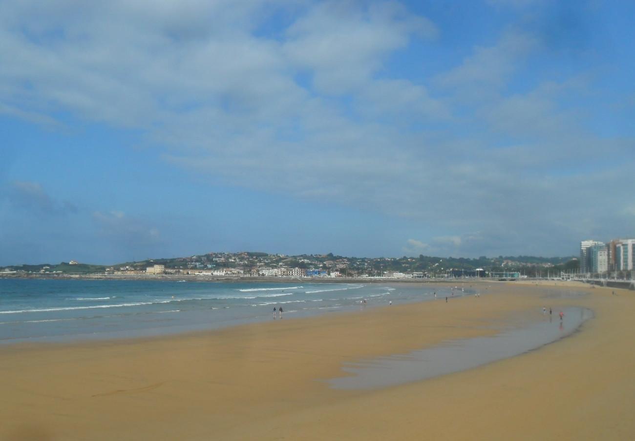 FACUA solicita al Ayuntamiento de Gijón que solucione los problemas de contaminación de la playa de Poniente