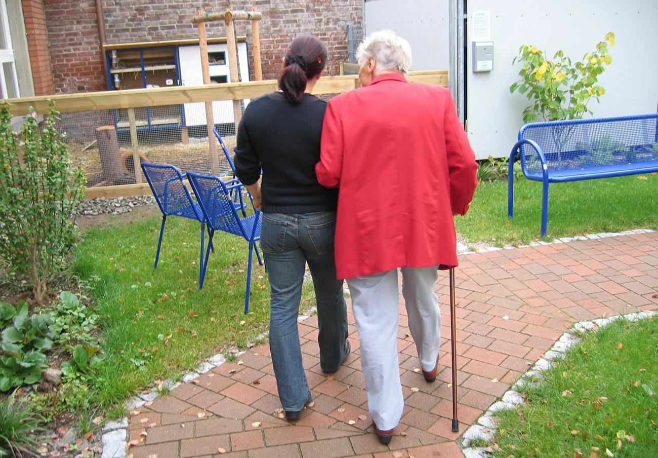 FACUA pide a Servicios Sociales de Aragón que mejore la situación de las personas dependientes y ancianas