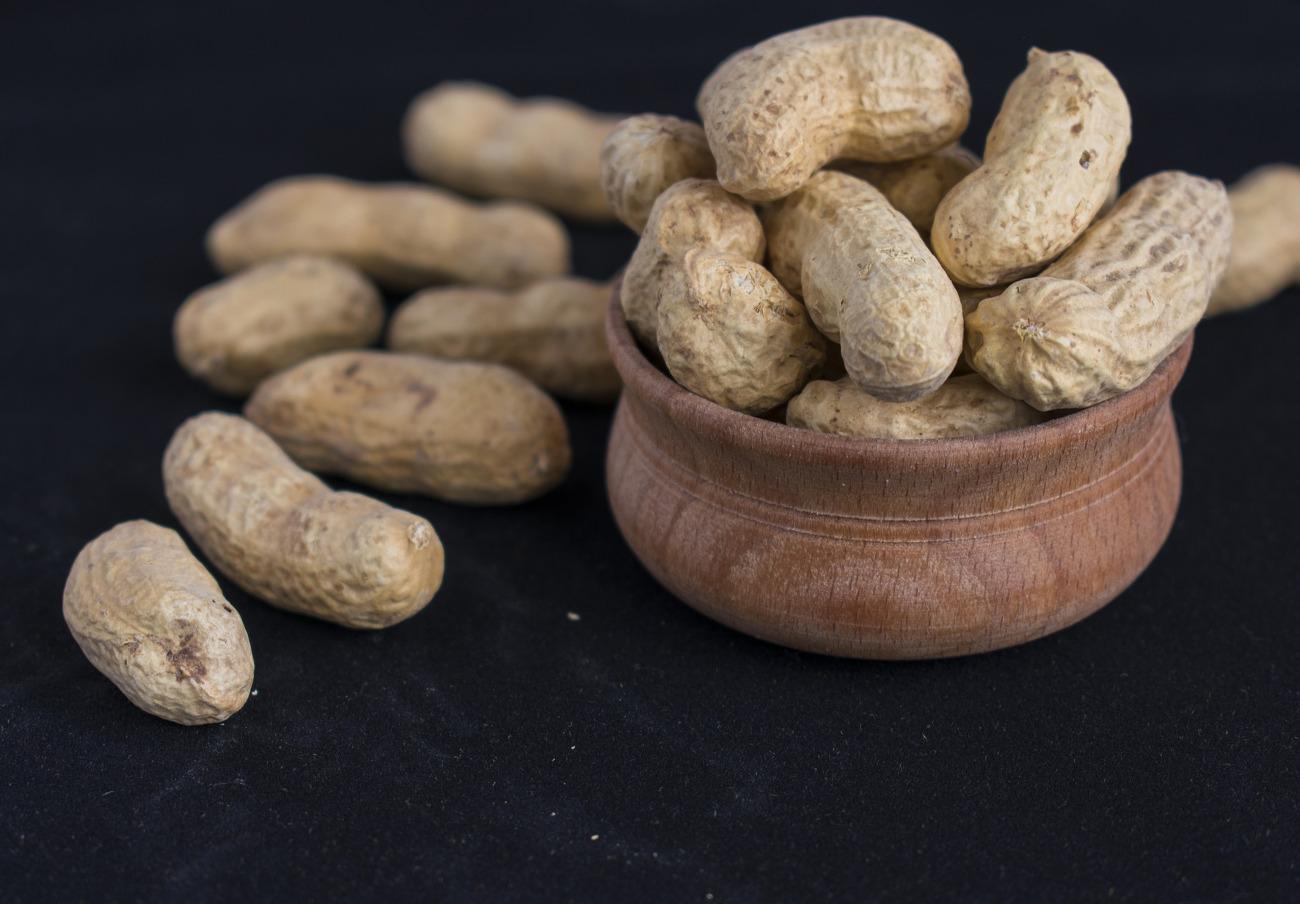 Detectan cacahuetes no declarados en almendras en polvo marca Heera, alerta FACUA