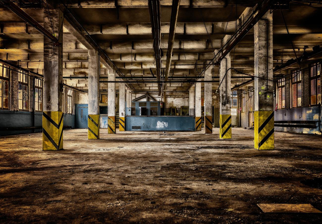 FACUA insta al Ayuntamiento de Iruña de Oca a que retire el amianto de dos pabellones abandonados