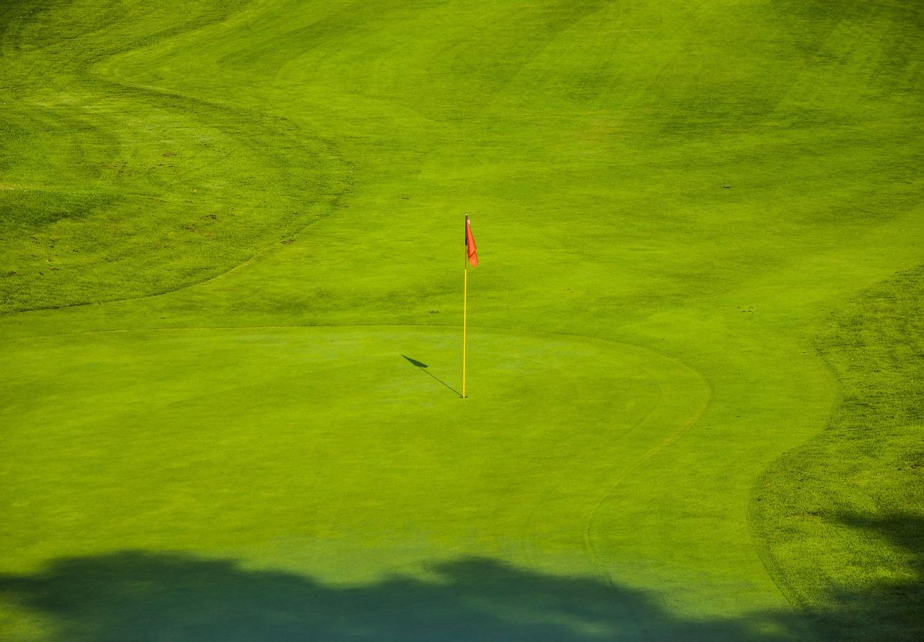 La Xunta multa con 2.000 euros a la empresa que hace el campo de golf de Xaz por un vertido de barro