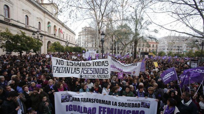 """Seis meses de cárcel para los hombres que llamaron """"golfas"""" y """"guarras"""" a las manifestantes del 8M"""