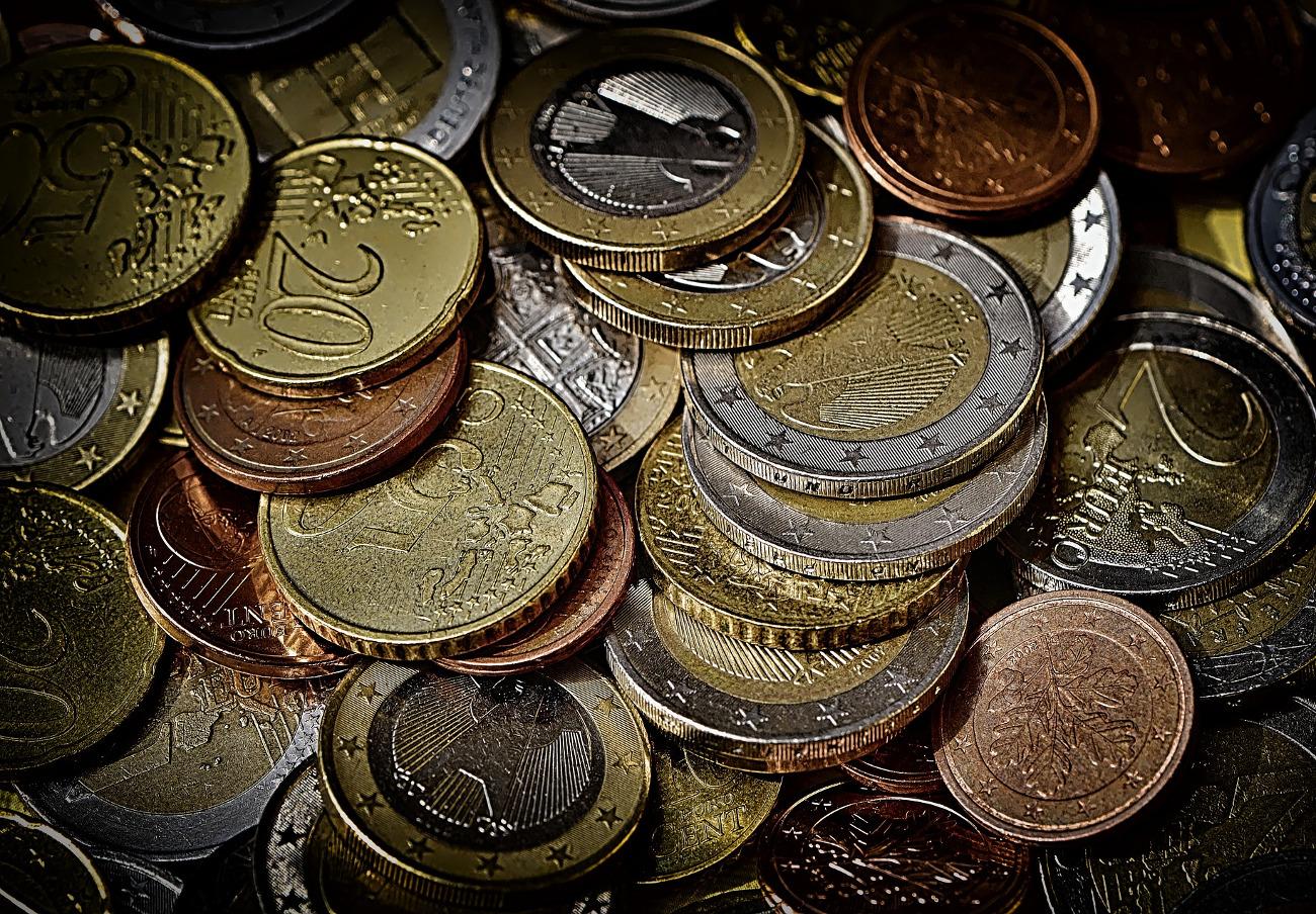 """Instalan en Carrefour una máquina que cambia monedas por un vale canjeable por """"dinero"""" y se queda el 10%"""