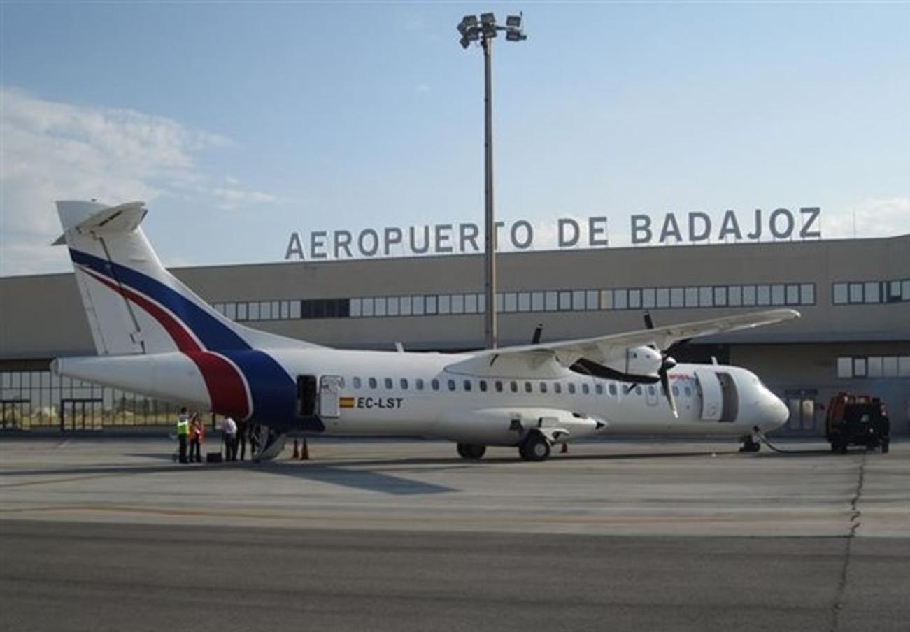 FACUA Extremadura reclama a AENA que instale el sistema antinieblas tipo III en el aeropuerto de Badajoz