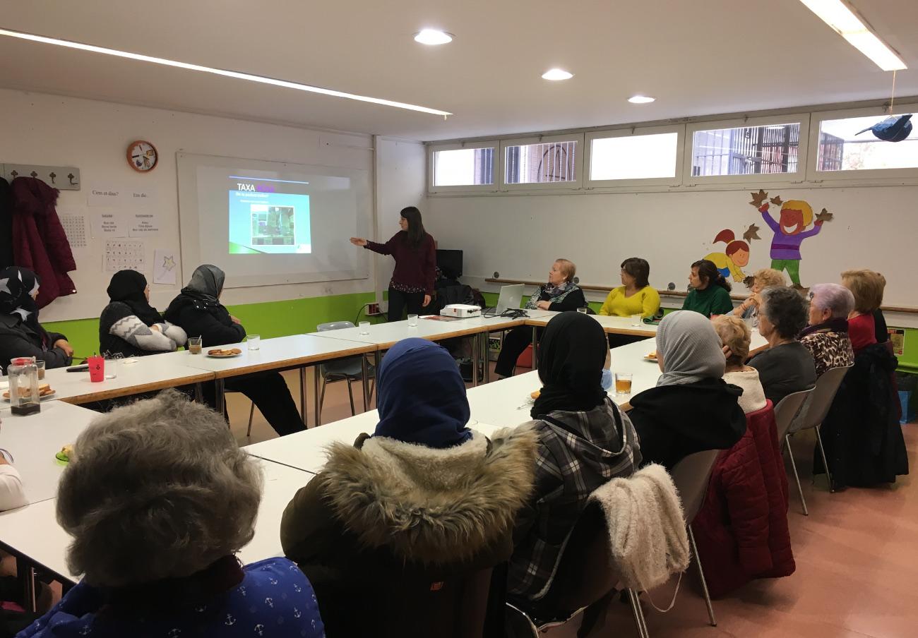 FACUA Catalunya imparte una charla sobre la 'tasa rosa' en Santa Perpètua de Mogoda (Barcelona)