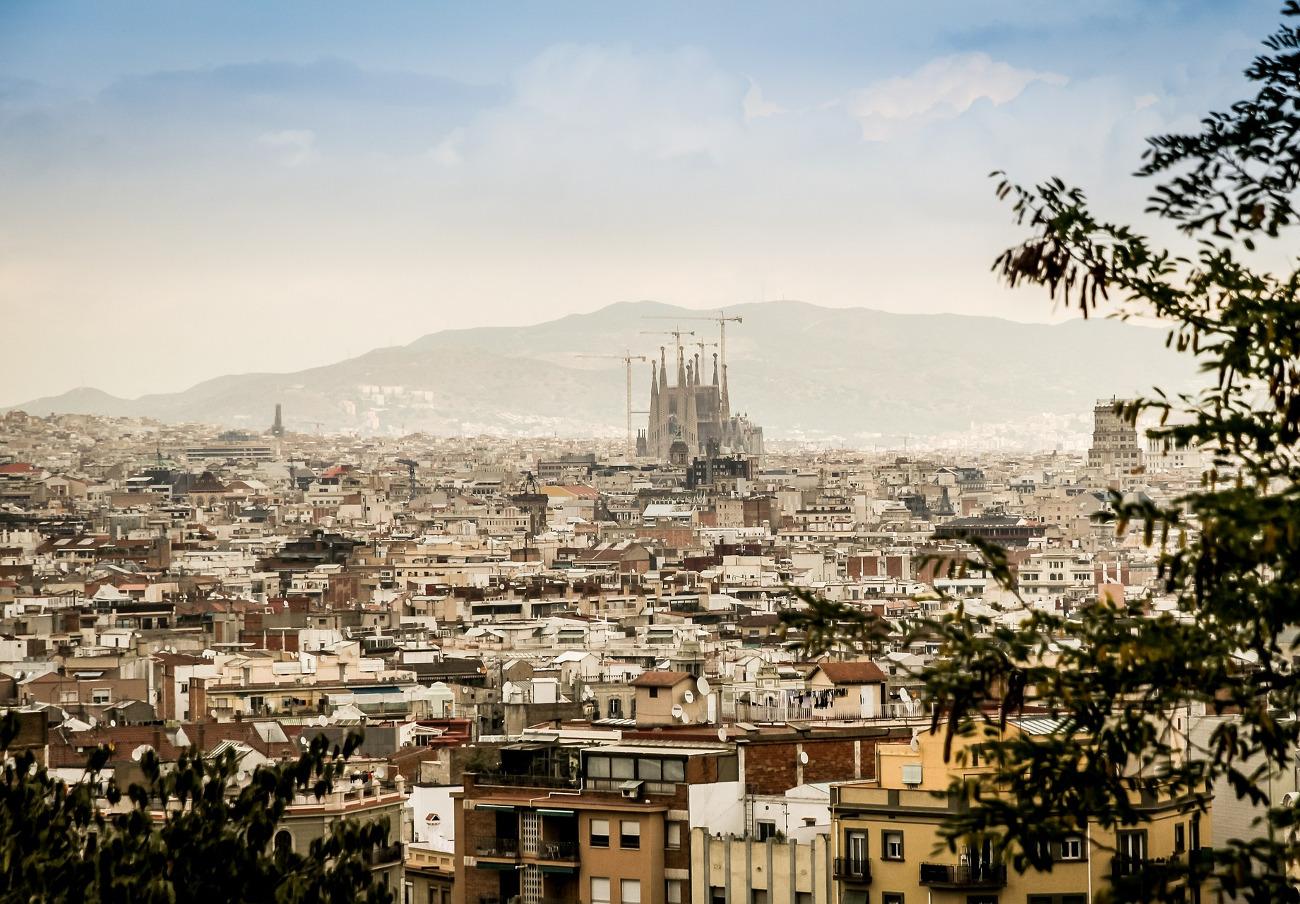 El Ayuntamiento de Barcelona multa con 2,8 millones de euros a dos fondos buitre por tener pisos vacíos