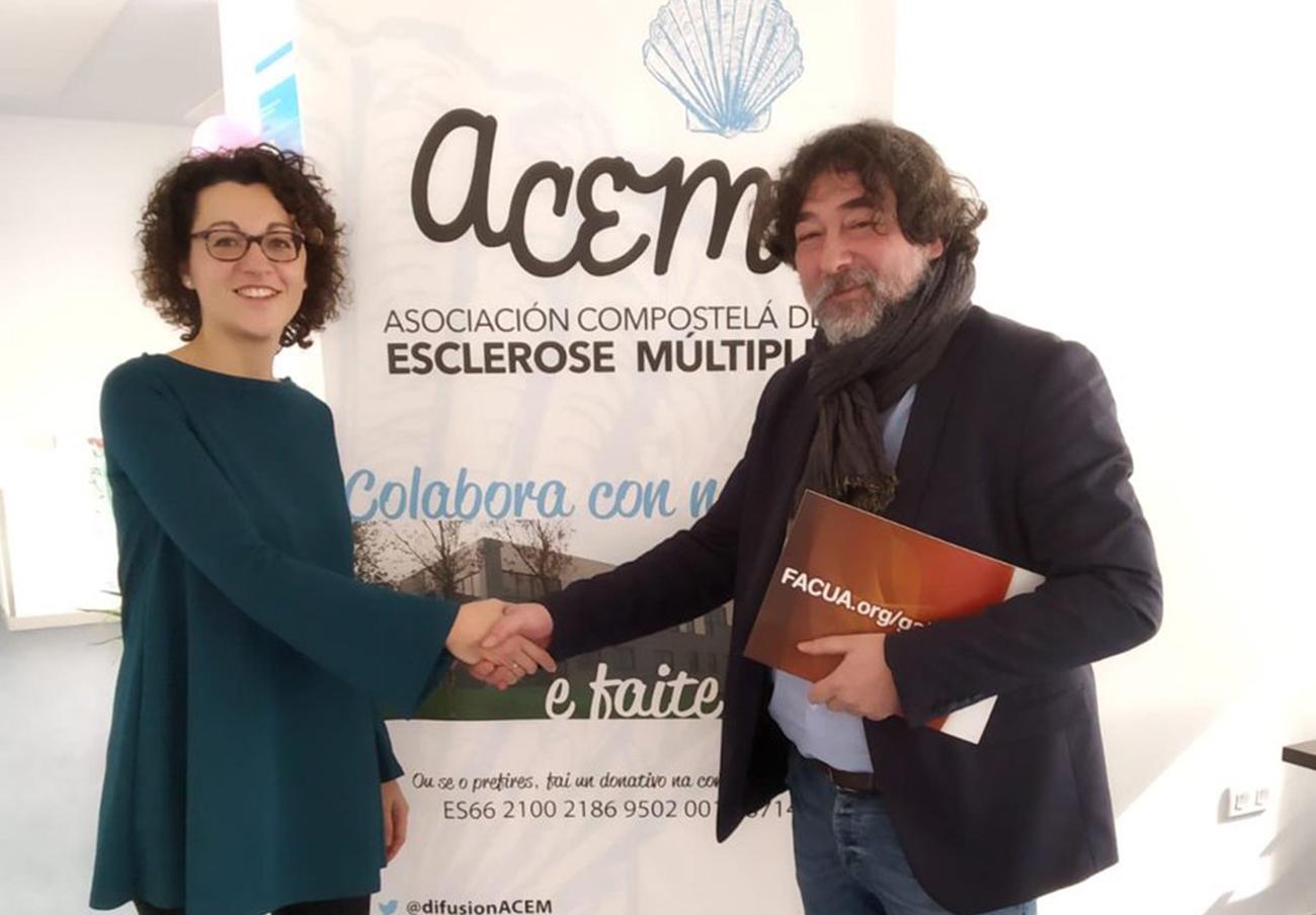 El presidente de FACUA Galicia visita la Asociación Compostelana de Esclerosis Múltiple