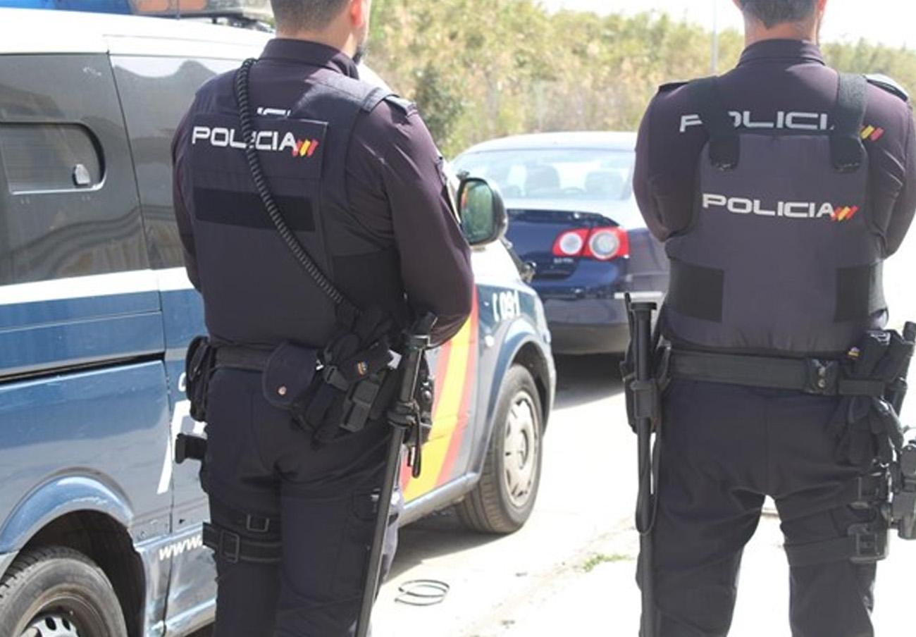 Dos detenidos por estafar más de 24.000 euros con la venta fraudulenta de vehículos por internet