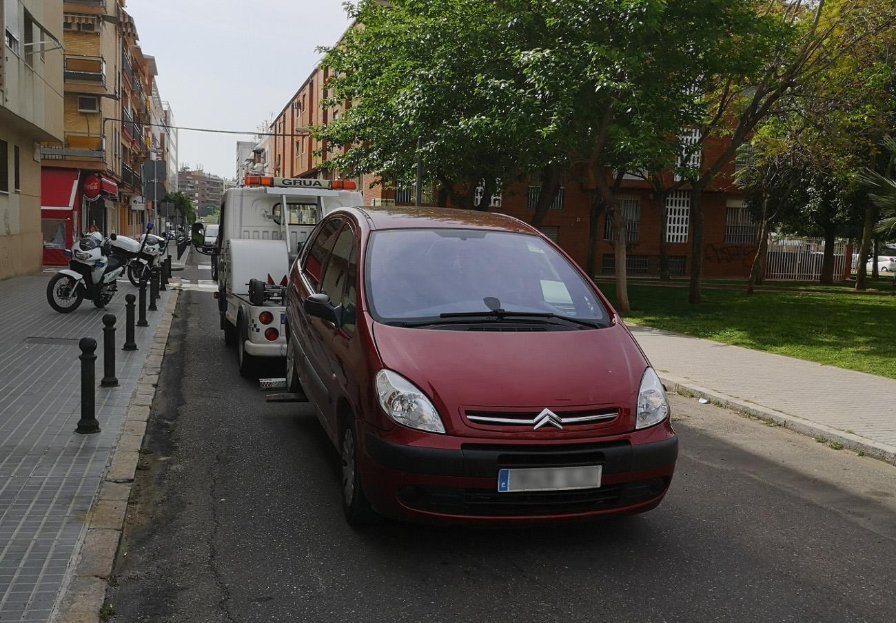 FACUA Córdoba denuncia que la grúa municipal incumple las normas de señalización óptica