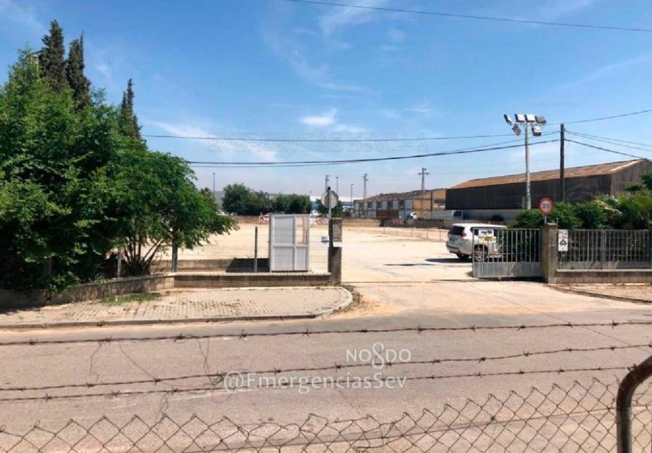 Clausurado un segundo aparcamiento ilegal en el entorno de la Feria de Sevilla