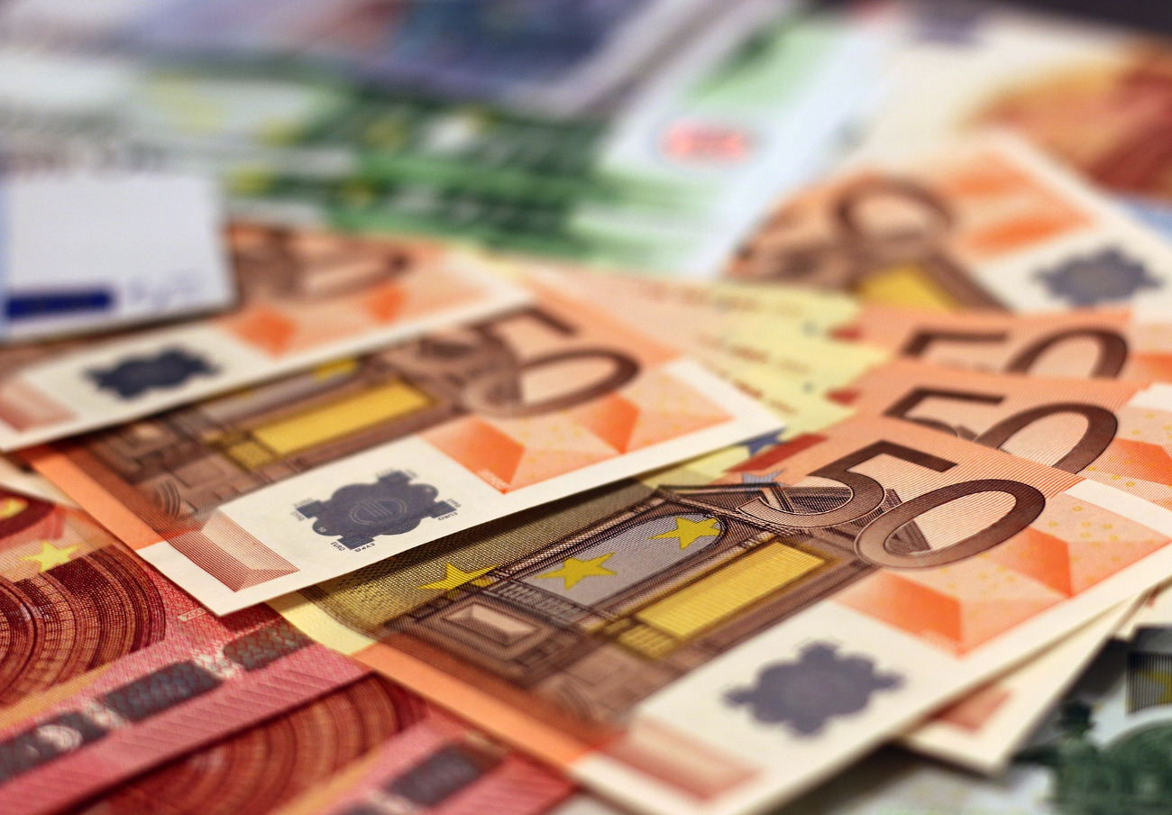La Comisión Europea multa con 1.070 millones a cinco grandes bancos por manipular el mercado de divisas