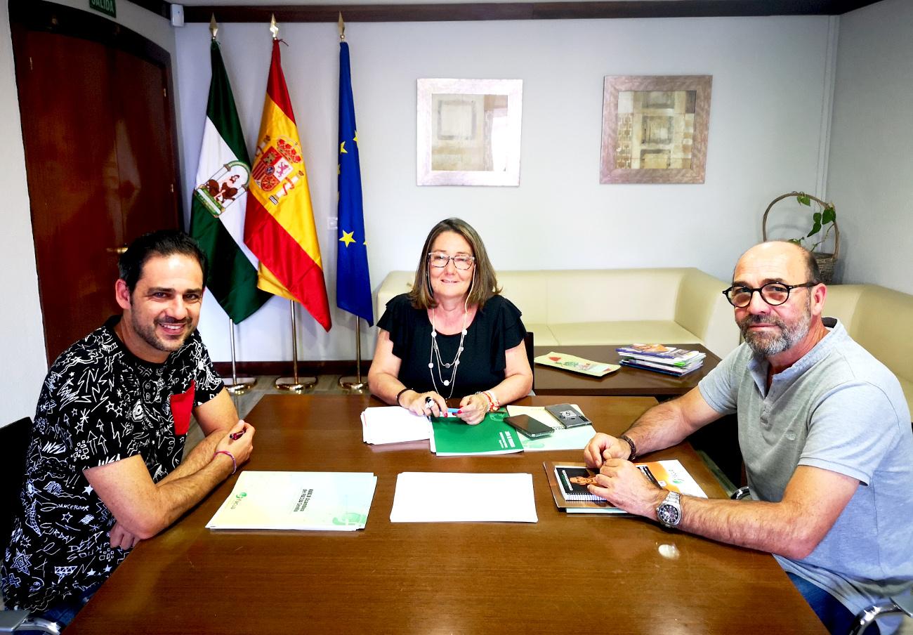FACUA Sevilla traslada sus reivindicaciones a la delegada territorial de Salud y Familias de la Junta