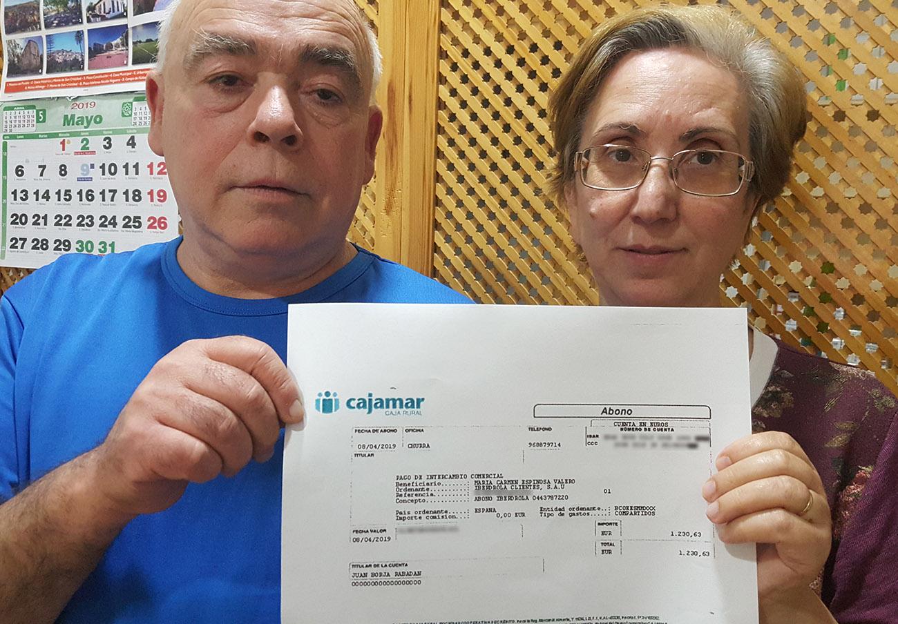 Iberdrola devuelve 1.230 euros a un matrimonio socio de FACUA al que acusó de manipular el contador