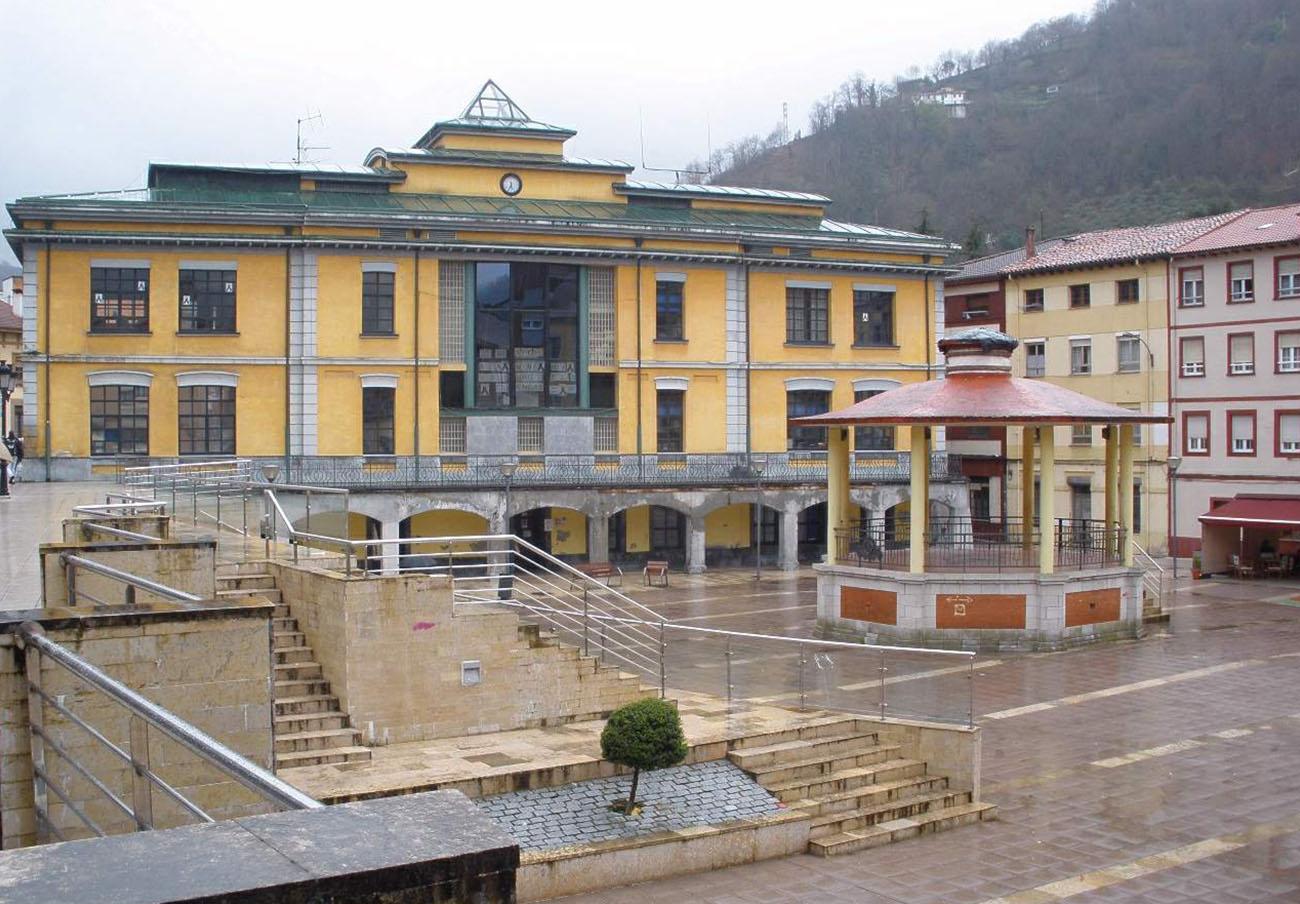 FACUA pide al Ayuntamiento asturiano de San Martín del Rey Aurelio que repare el socavón en Blimea