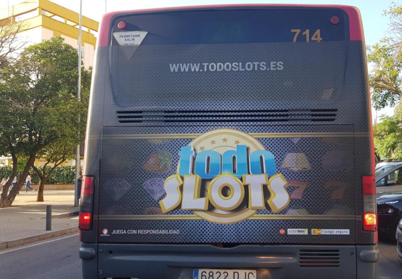 FACUA Sevilla exige al Ayuntamiento que elimine la publicidad de Tussam sobre apuestas online