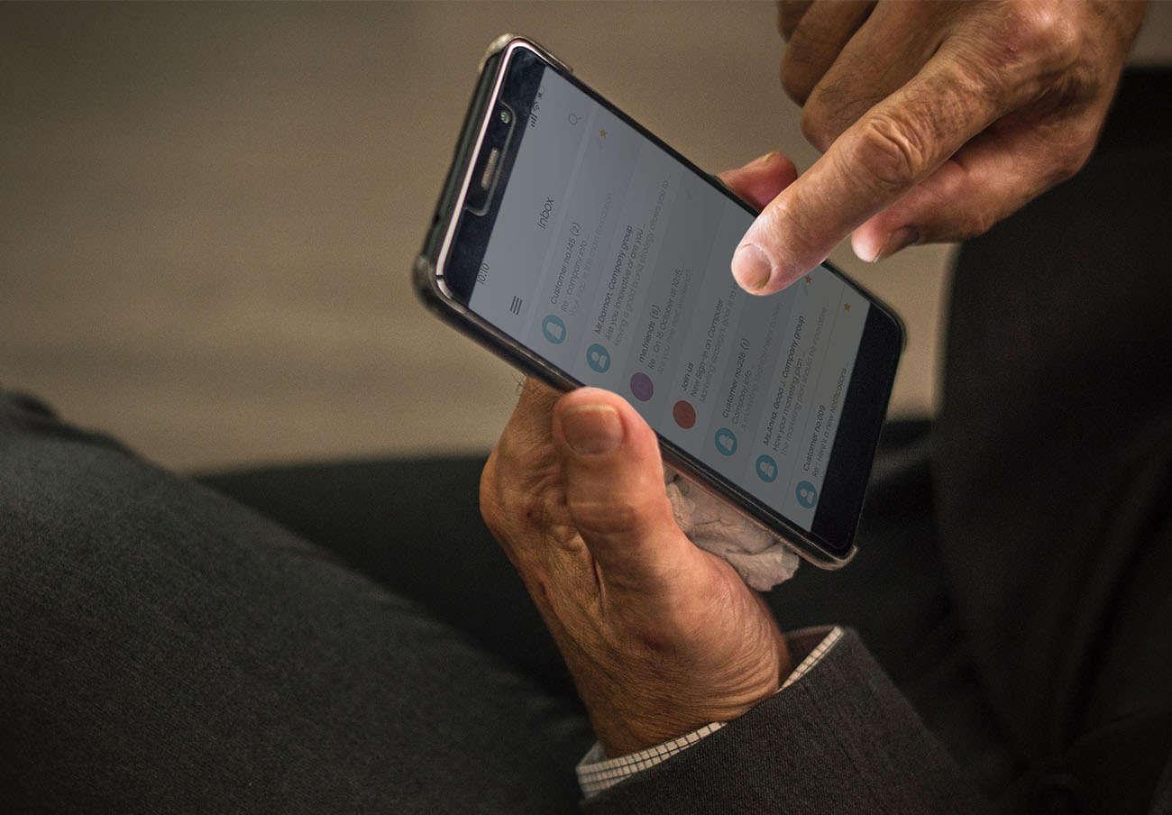 Si tienes Outlook para Android, debes actualizar la aplicación: pueden suplantarte la identidad