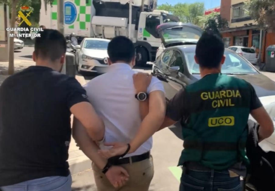 Miles de usuarios, estafados desde 27 páginas 'fake': detenido el ciberdelincuente más buscado de España