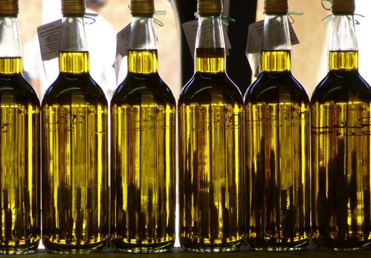 FACUA detecta diferencias de hasta el 100% en el precio de la botella de aceite de oliva virgen extra