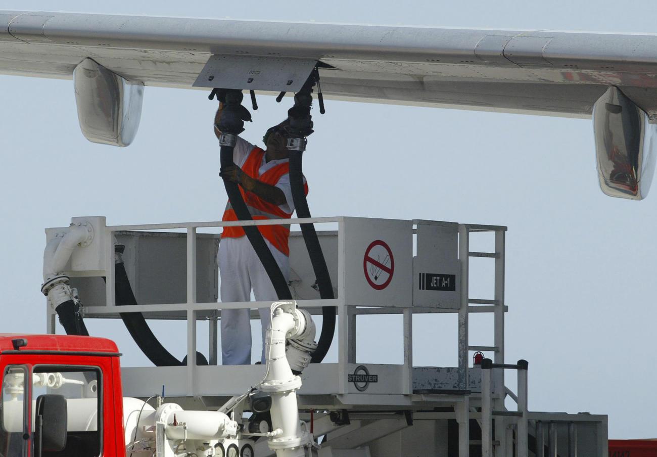 FACUA aconsella als afectats per la vaga de combustible de Barajas que reclamin a les aerolínies