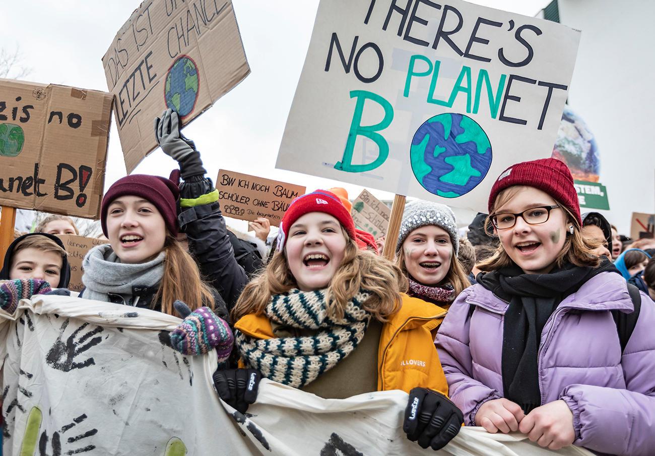 Grupos de estudiantes se manifiestan todos los viernes en defensa del planeta. | Imagen: Jörg Farys - Fridays for Future (flickr.com) CC BY 2.0.
