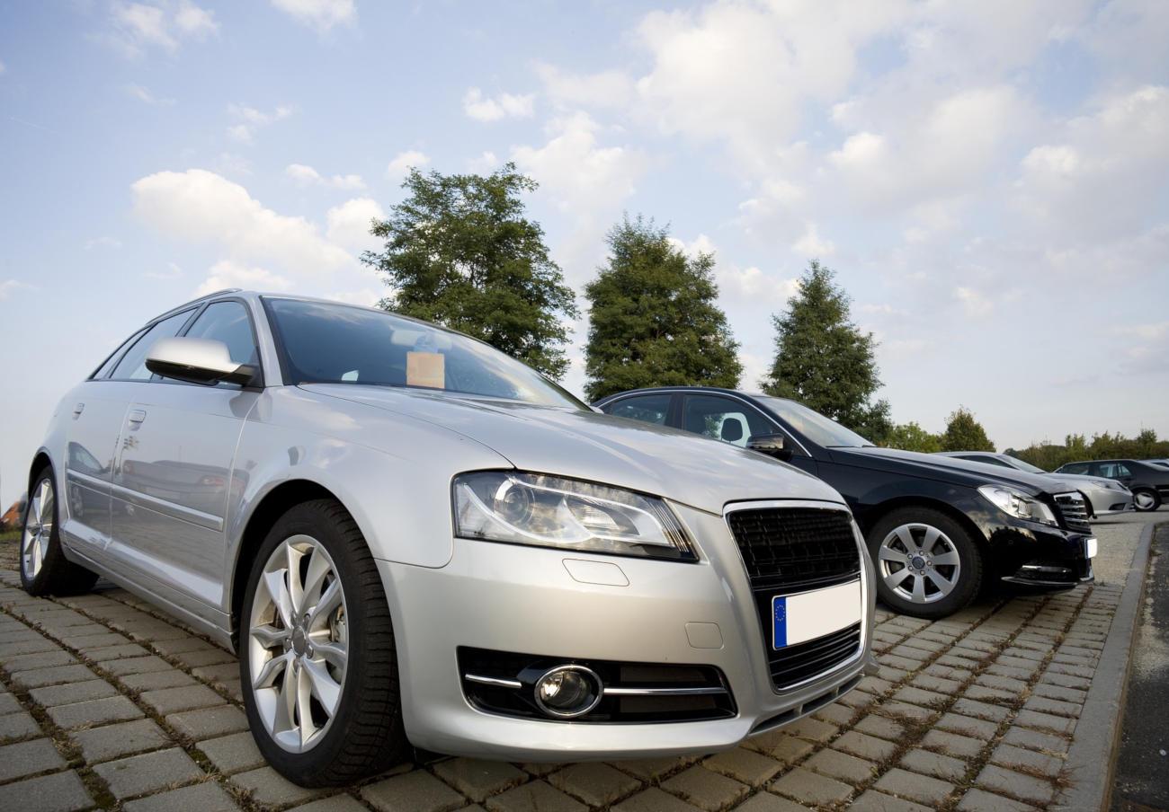 Devuelven la señal de 1.000 euros por un coche de gasolina tras pretender entregar a un usuario uno diésel