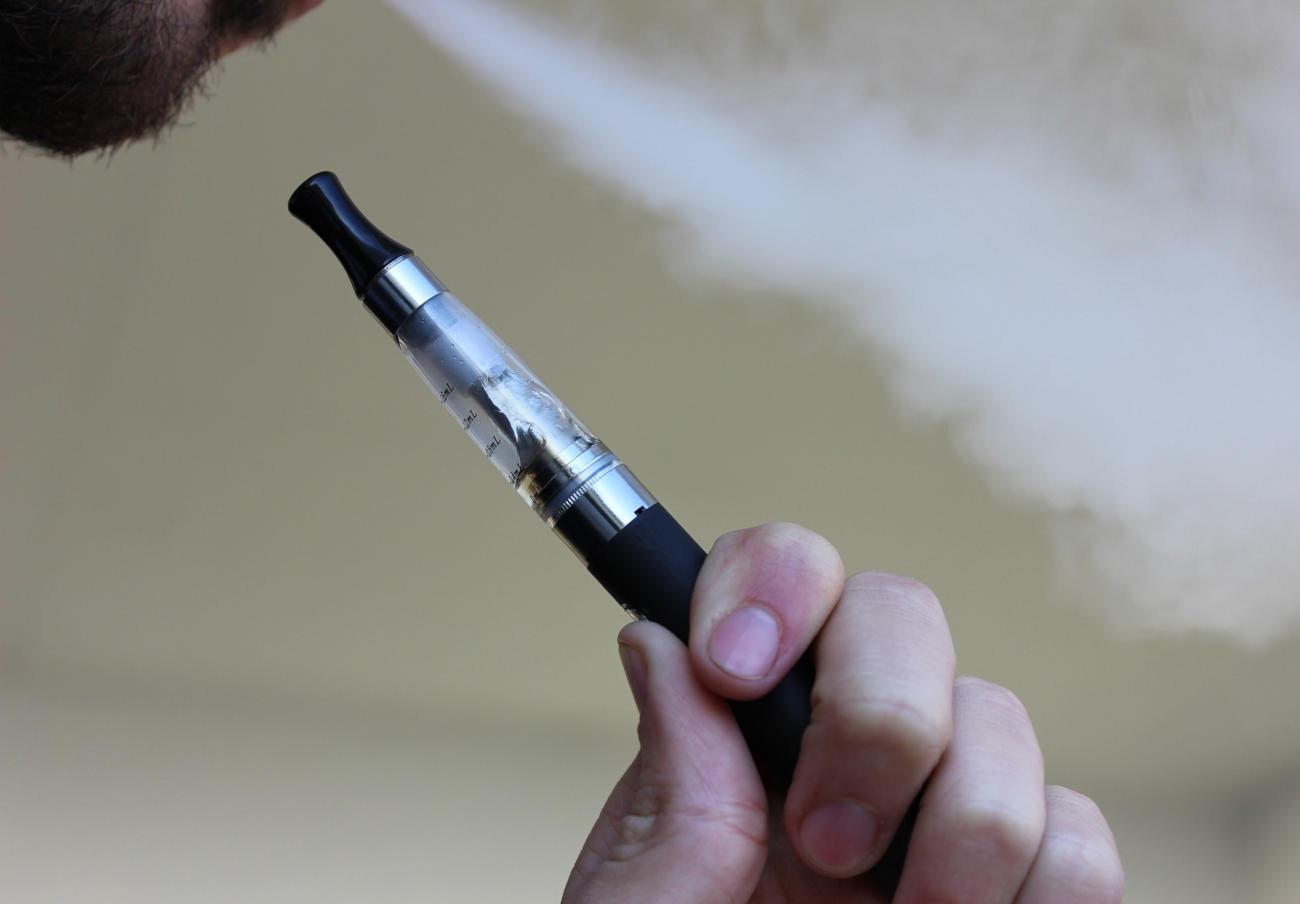 Estados Unidos prohibirá la venta de cigarrillos electrónicos con sabores