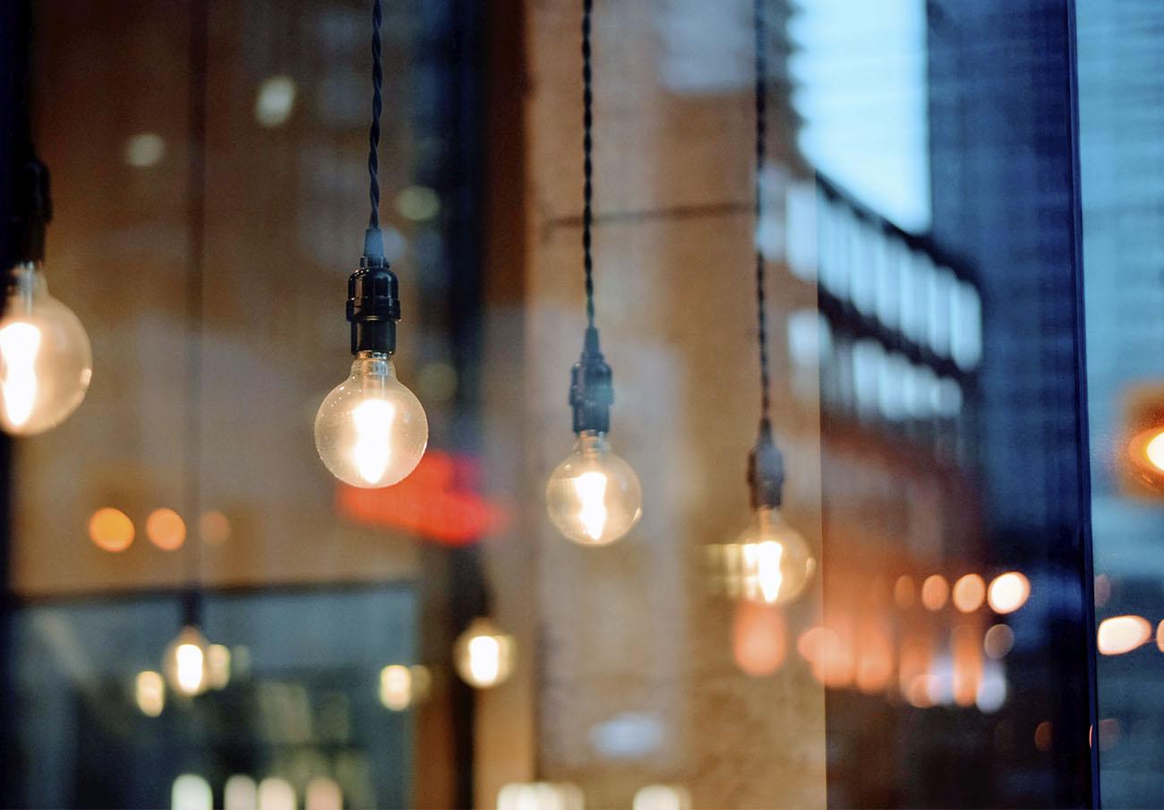 La factura eléctrica del usuario medio puede llegar a inflarse más de 20 euros si no tiene la tarifa PVPC