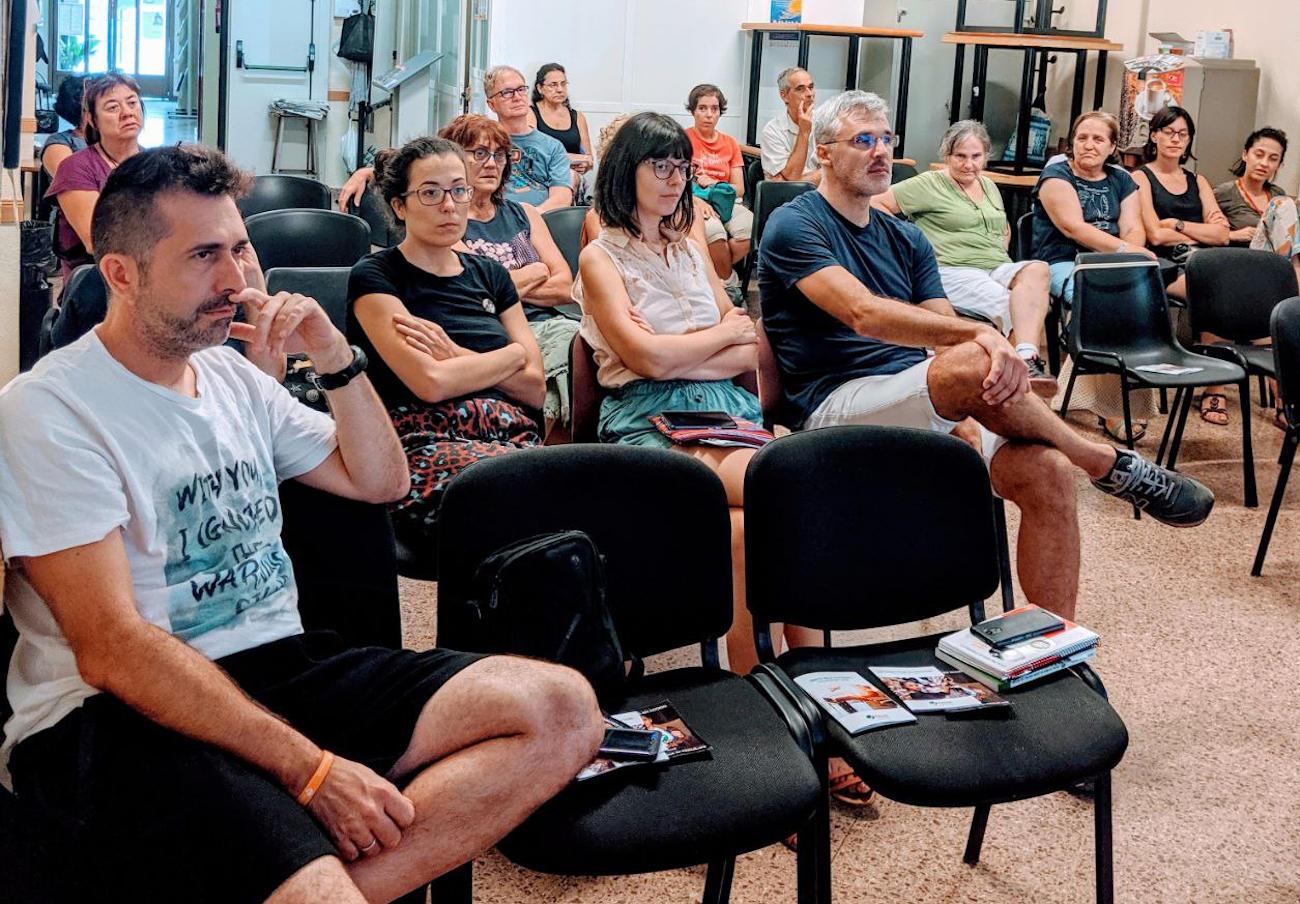 FACUA Comunidad Valenciana imparte una charla sobre consumo responsable en Elche
