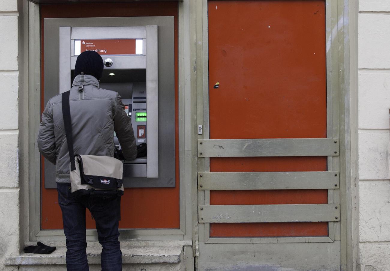 La CNMC investiga a varios bancos por posibles prácticas anticompetitivas en el acceso a los cajeros