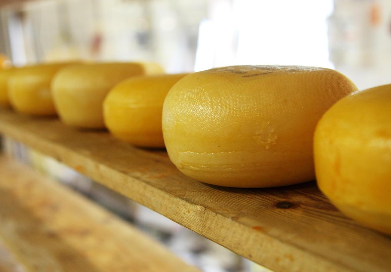 Alertan de la retirada de varios lotes de queso de leche cruda de Sas Le Moulins por Listeria y E. coli